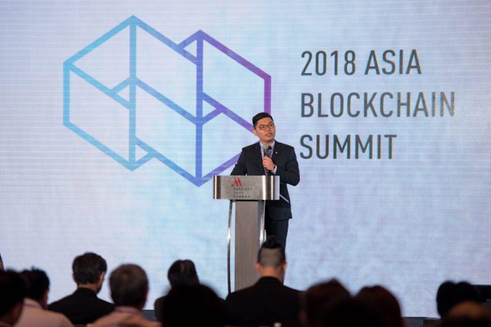 Asia Blockchain Summitで登壇し台湾をブロックチェーンアイランドにするというビジョンを語る許氏
